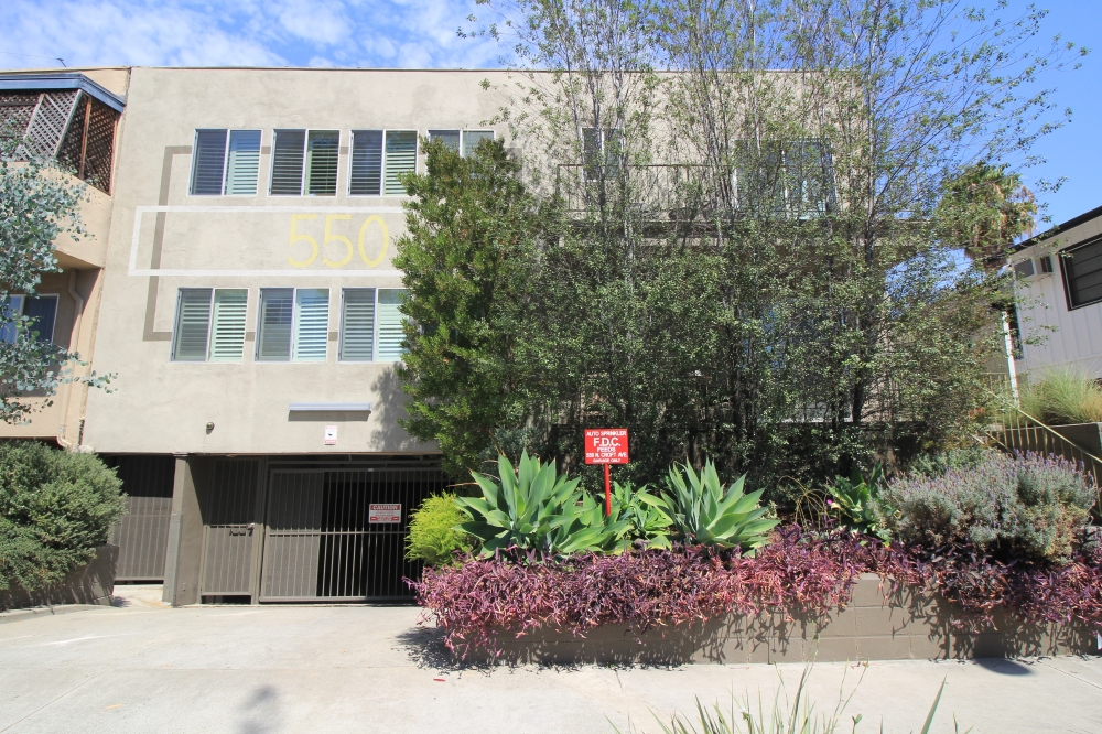 In Escrow: 550 N Croft Ave #2, West Hollywood – $599,999