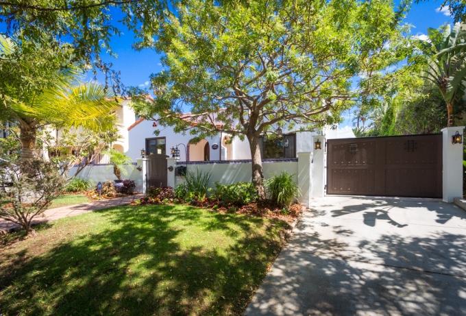 In Escrow: $1,175,000 – 1346 S Ridgeley Dr, Los Angeles