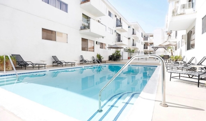In Escrow: 960 Larrabee St #122, West Hollywood – $551,327